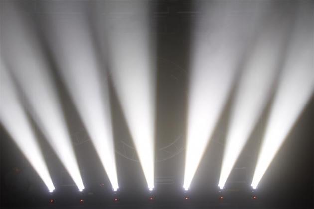3顆15W調焦PAR燈 4
