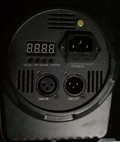 3顆15W調焦PAR燈 2
